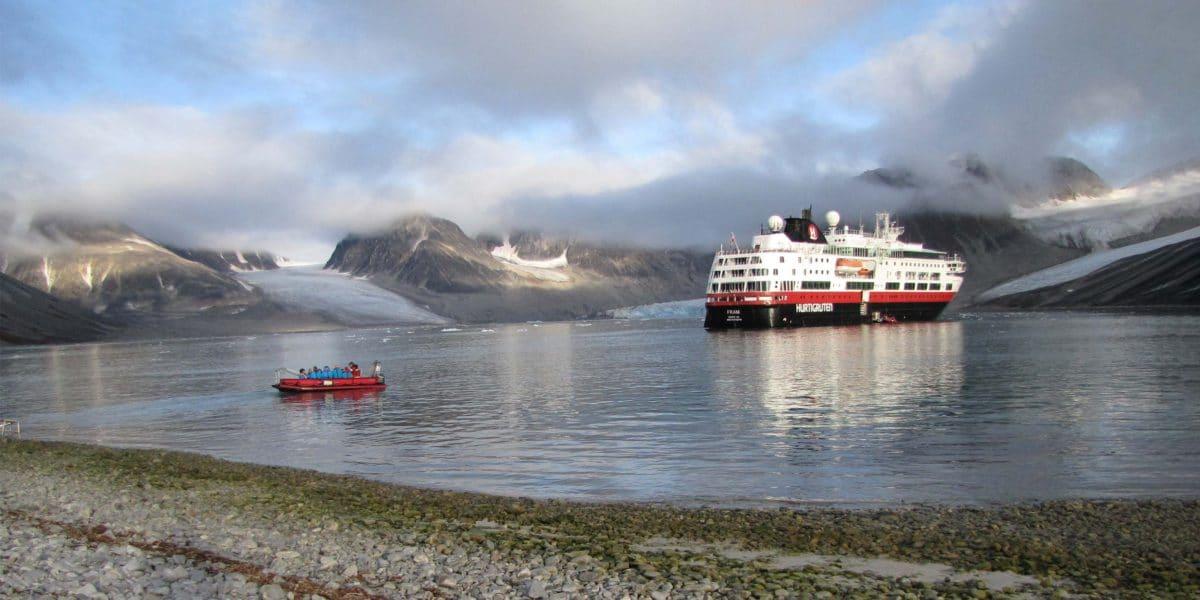 Hurtigruten-magdalenefjord